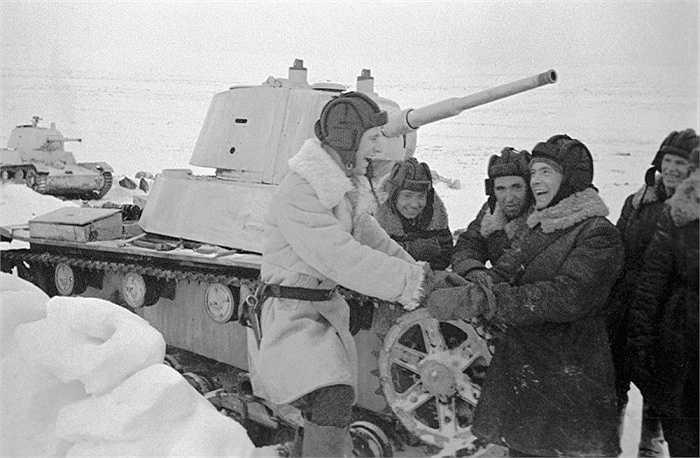 T-26 là xe tăng bộ binh hạng nhẹ của Liên Xô, được sử dụng nhiều trong Chiến tranh thế giới II
