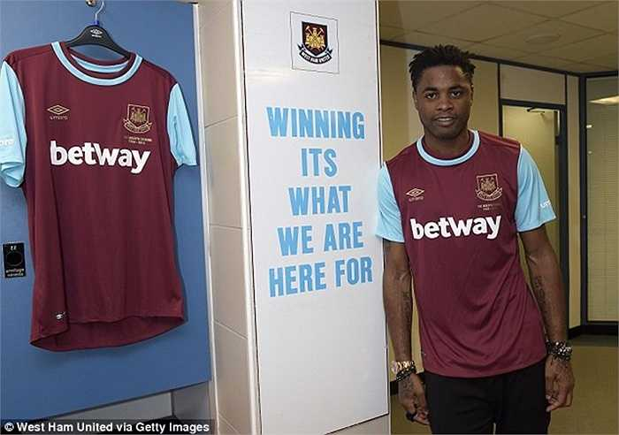 Anh được Barca cho mượn dài hạn tại The Hammers