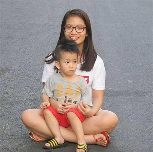 Khi cô con gái lớn Thu Cầm hơn 10 tuổi, vợ chồng Duy Mạnh mới sinh tiếp cậu con trai.