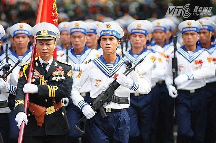 Các chiến sỹ Hải quân nhân dân Việt Nam trong đoàn diễu binh (Ảnh: Tùng Đinh)