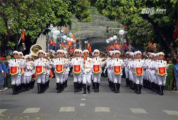 Đội quân nhạc diễu hành. (Ảnh: Hà Thành)