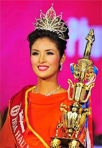 Khi đó, dư luận rộ lên thông tin cô mua giải vì lúc này cô được xem là người không có nhan sắc của một Hoa hậu.