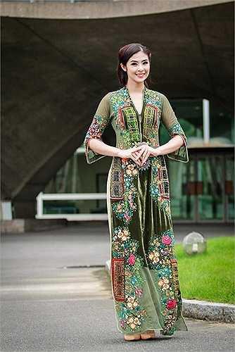 Sự thay đổi nhanh chóng của Hoa hậu Việt Nam 2010 đã tạo dấu ấn mạnh trong lòng khán giả.