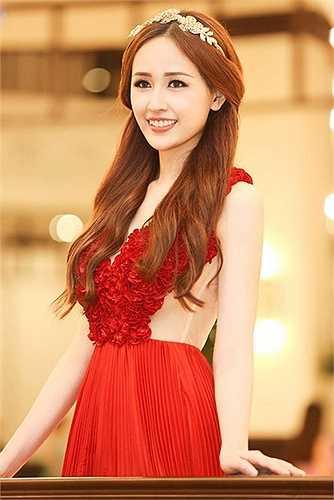 Hoa hậu Việt Nam 2006 ngày càng xinh đẹp và nóng bỏng và luôn mang đến cho công chúng những bất ngờ từ bản thân.