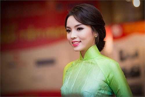 Sự thay đổi của tân Hoa hậu Nguyễn Cao Kỳ Duyên trong một thời gian ngắn.