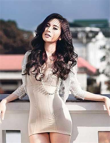 Năm 2006, nhờ vào cuộc thi Miss Audition – tiền thân của cuộc thi Miss Teen đang làm khuynh đảo cộng đồng giới trẻ Việt thời bấy giờ, Ngọc Anh nổi lên như một hiện tượng – hot girl đình đám Hà Thành.