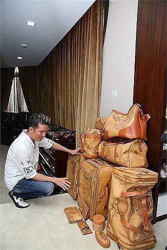 Đàm Vĩnh Hưng từng có nhiều bài giới thiệu về các bộ sưu tập của mình.