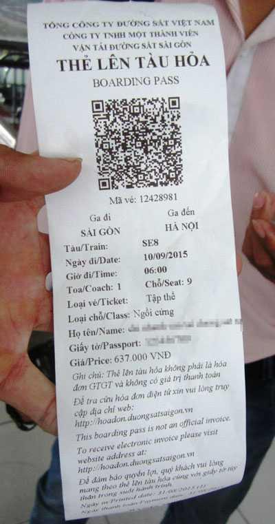 Thẻ lên tàu hỏa thay cho loại vé giấy truyền thống trước đây. (Ảnh: Người lao động)