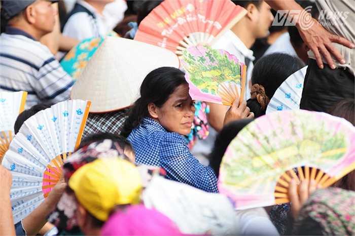 Thời tiết ngày 2/9 năm nay không mưa, tuy có nóng nhẹ nhưng rất đẹp để người dân xem các chương trinh diễu binh