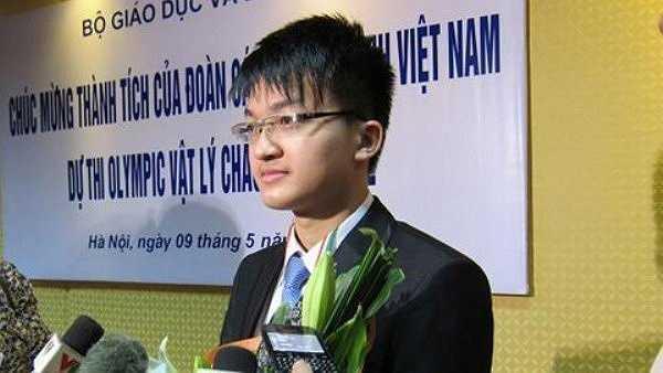 Chủ nhân huy chương vàng Olympic Vật lý châu Á, huy chương bạc Olympic Vật lý quốc tế 2012 vừa nhận học bổng 240.000 USD của Học viện Công nghệ Massachusetts (MIT).