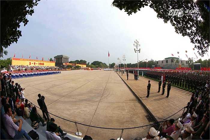 Quảng trường Ba Đình lịch sử trước lễ diễu binh, diễu hành kỷ niệm 70 năm Quốc khánh nước CHXHCN Việt Nam. (Ảnh: Quang Minh)