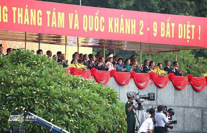 Các đồng chí lãnh đạo Đảng, Nhà nước các thời kỳ đều có mặt chứng kiến thời khắc lịch sử của dân tộc. (Ảnh: Quang Minh)