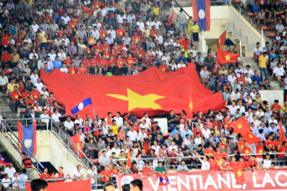 Đại kỳ Việt Nam trên khán đài