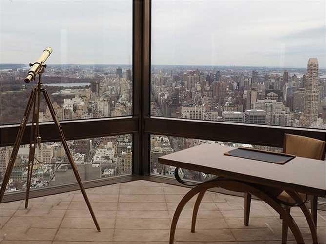 Phòng này có thể ngắm được công viên Trung tâm của Newyork và toàn cảnh thành phố