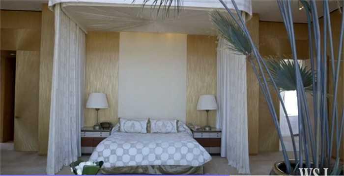 Phòng ngủ trải lụa của Thái rất tinh tế và dịu dàng đưa bạn vào giấc ngủ ngon