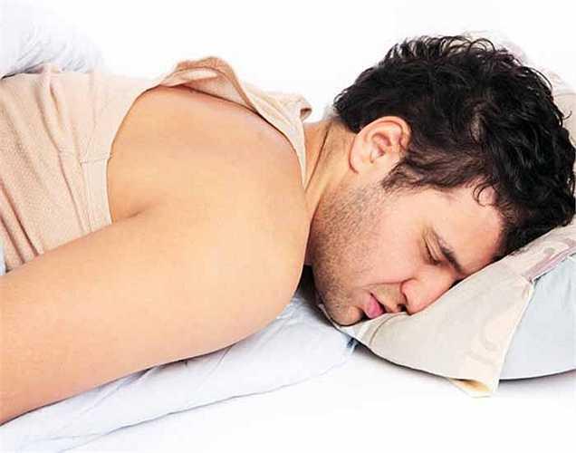 Mất ngủ: Có một mối liên hệ giữa lượng caffeine và các vấn đề giấc ngủ. Chất dẫn truyền thần kinh được gọi là adenosine là yếu tố chịu trách nhiệm về giấc ngủ. Caffeine ức chế hoạt động của adenosine và làm chúng tỉnh táo gây mất ngủ.