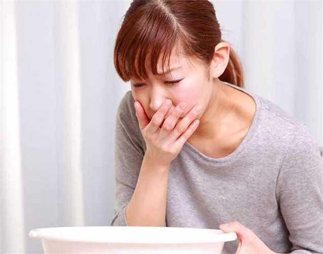 Khó tiêu: Khi uống cà phê khi dạ dày trống rỗng gây ra chứng khó tiêu. Cà phê làm tăng sản xuất axít dạ dày dẫn đến chứng khó tiêu.