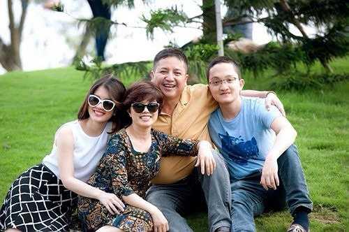 Vợ chồng nghệ sĩ Chí Trung, Ngọc Huyền được xem là tấm gương trong showbiz Việt vì tình yêu, cuộc sống và con cái. Danh hài luôn chia sẻ, con cái là gia sản tích lũy lớn nhất của vợ chồng anh.