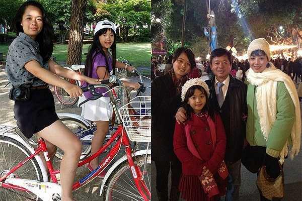 Nhạc sĩ Hồng Quân và nghệ sĩ Chiều Xuân hạnh phúc với hai cô con gái rượu. Hồng Khanh là em út từng đi thi The Voice nhí năm 2013. Hồng Mi là chị lớn trong nhà, có nhiều nét đẹp thừa hưởng từ bố mẹ.