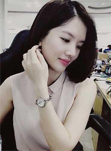 Huyền Trang từng tốt nghiệp Học viện ngoại giao và sang du học tại Úc chuyên ngành marketing. Tuy có bố mẹ làm nghệ thuật nhưng Huyền Trang vẫn theo đuổi ước mơ riêng của mình.