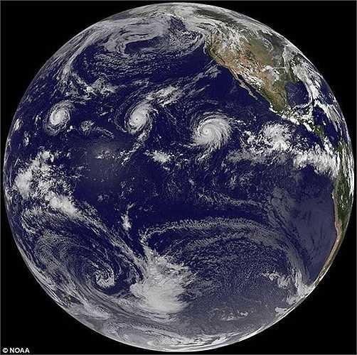 NASA đã chụp được hình ảnh 3 cơn bão Ignacio, Kilo và Jimena đang hoạt động trên biển Thái Bình Dương