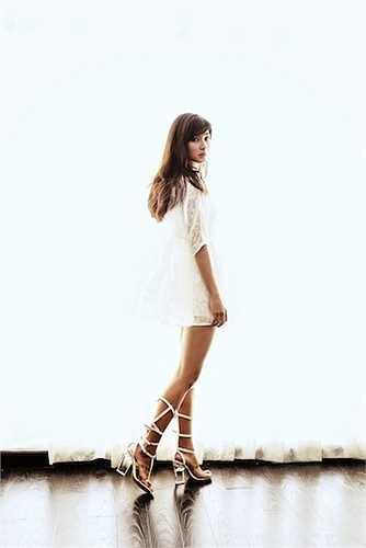 Nữ diễn viên Tuổi thanh xuân diện những trang phục phong cách và đầy quyến rũ.