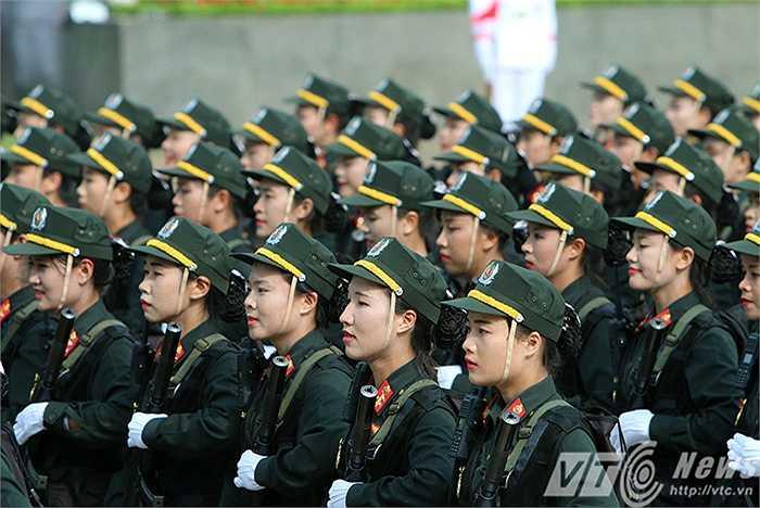 Đây là những nữ chiến sỹ từ 20-23 tuổi, xinh đẹp, giỏi võ, sử dụng thành thạo nhiều loại súng.
