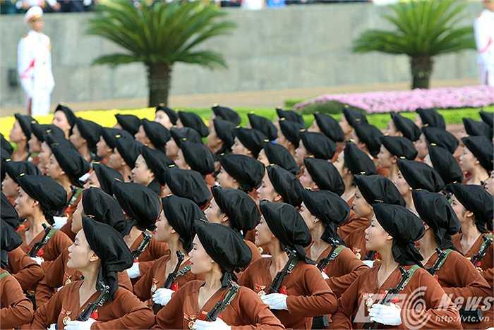 Khối nữ dân quân miền Bắc.