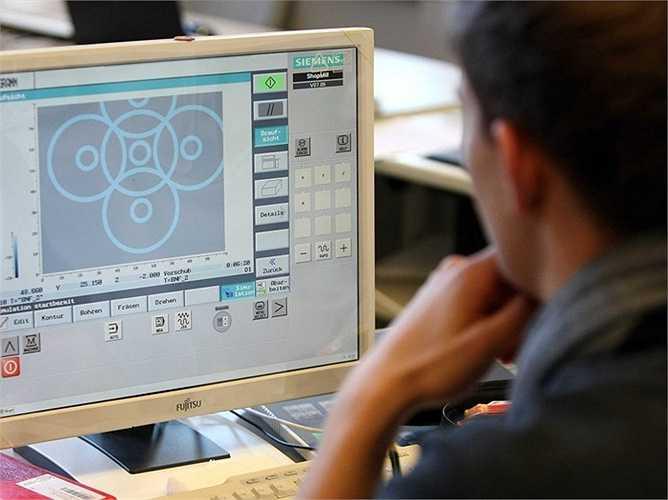 18. Phát triển ứng dụng phần mềm - Mức lương trung bình năm: 99.530 USD  Mô tả công việc: Xây dựng, tạo và chỉnh sửa phần mềm ứng dụng máy tính nói chung hay các chương trình tiện ích chuyên ngành nói riêng.  Yêu cầu: Trình độ Cử nhân với kỹ năng lập trình máy tính tốt.