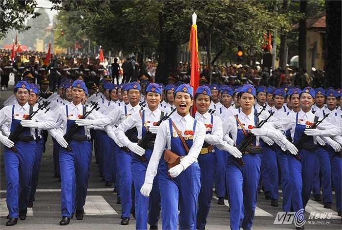 Trong lễ diễu binh, diễu hành mừng Quốc Khánh 2/9, những nụ cười rạng rỡ, những động tác điều lệnh nhanh, mạnh, dứt khoát...của những nữ chiến sĩ, quân nhân chiếm được tình cảm đặc biệt của người dân cả nước.
