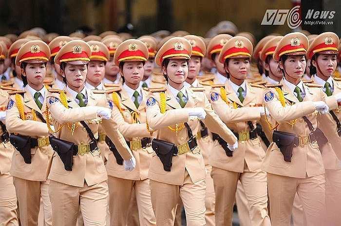 Những nụ cười rạng rỡ trong đoàn diễu binh (Ảnh: Tùng Đinh)