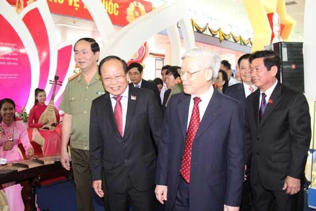 Bộ trưởng Hoàng Tuấn Anh trực tiếp giới thiệu với Tổng Bí thư Nguyễn Phú Trọng về thành tựu 70 năm ngành Văn hóa, thể thao và du lịch