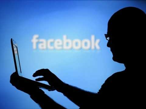 Học trò lập facebook giả tống tình cô giáo cũ. (Ảnh minh họa)