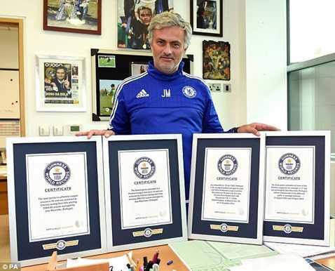 Mourinho nhận liền lúc 4 chứng chỉ Guinnes