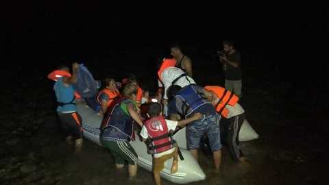 Những người di cư vượt biển trên chiếc thuyền nhỏ