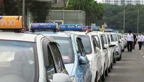 Giá xăng, dầu giảm nhưng giá cước vận tải, taxi vẫn chưa giảm.