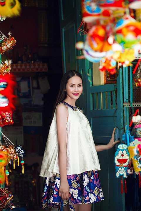 Xuất thân là người mẫu cho các tạp chí thời trang trong nước, Sella Trương tạo được hình ảnh đẹp nền nã, duyên dáng trong mắt công chúng.