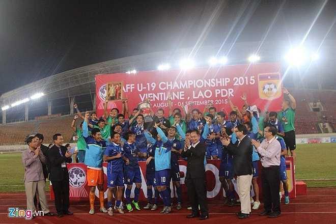 U19 Thái Lan đăng quang một cách xứng đáng. Đây là giải đấu trẻ thứ 2 liên tiếp họ vô địch sau giải U16 Đông Nam Á được tổ chức ở Campuchia. (Ảnh: Zing)