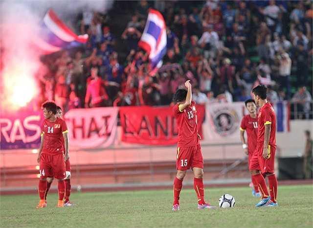 Nỗi thất vọng ê chề của cầu thủ U19 Việt Nam sau khi tiếng còi mãn cuộc vang lên.