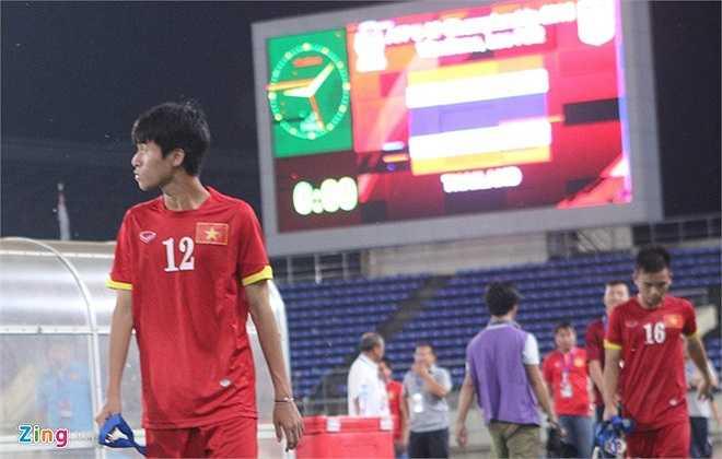 Tiền vệ Phan Thanh Hậu - một niềm hy vọng của U19 Việt Nam đã không để lại dấu ấn ở giải. Anh ngậm ngùi nhìn đối thủ đăng quang. (Ảnh: Zing)