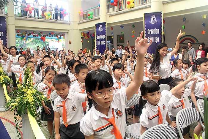 Tất cả học sinh của trường được hòa mình vào ngày hội đầu năm học