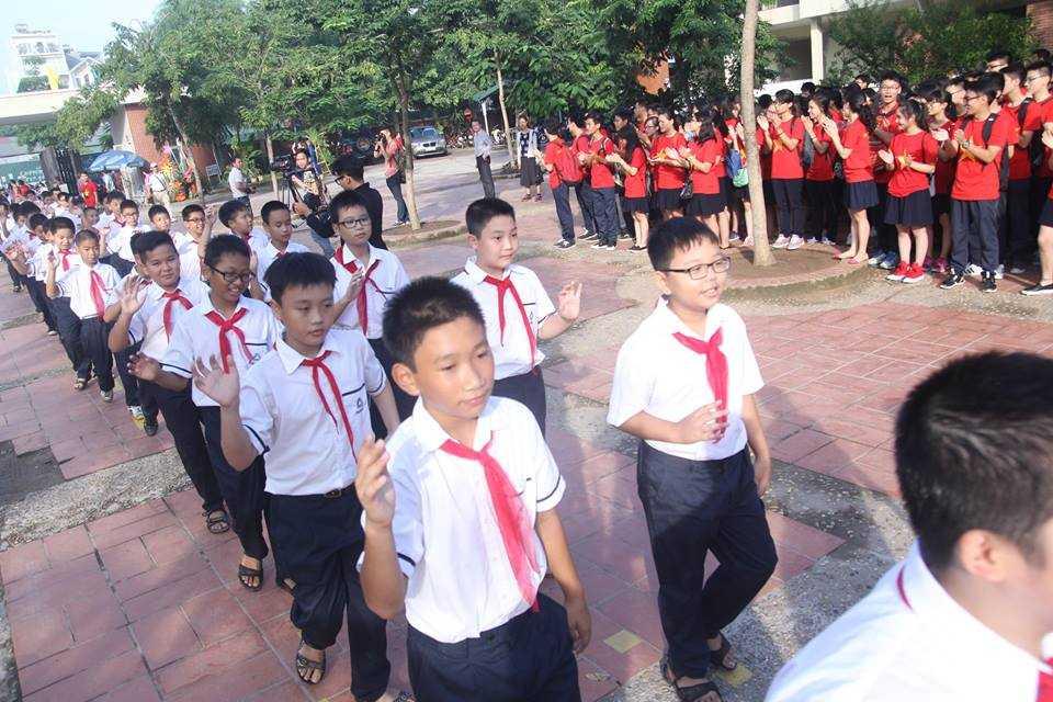 Nghi lễ chào đón học sinh lớp 6 vào trường THPT Lương Thế Vinh năm học mới