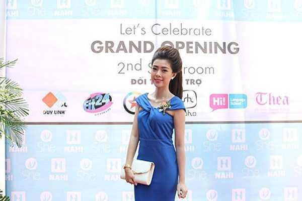 Cô cũng từng quay clip 'Hoài mong' với ca sỹ Lý Hải và được mời tham gia hát, làm MC tại các sự kiện lớn.