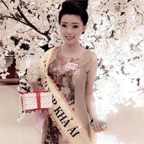 Cô bạn xinh đẹp này từng đạt giải Gương mặt ảnh bìa báo Thế giới gia đình năm 2013, giải Người Đẹp Khả Ái năm 2014.