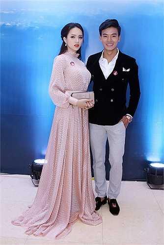 Hương Giang Idol đã mời Kimmese (vừa bị loại khỏi The Voice 2015- đội Thu Phương) đọc rap.