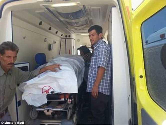 Ông Abdullah Kurdi là bố của 2 đứa trẻ và là người sống sót duy nhất sau thảm kịch. Đồng thời, ông cũng chứng kiến người vợ của mình ra đi