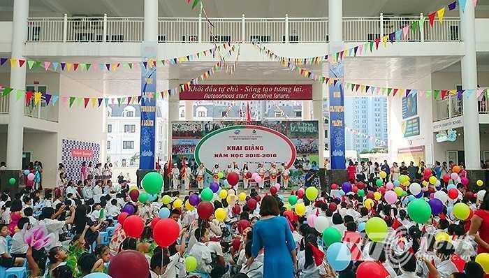Sáng 5/9, hơn 900 học sinh trường song ngữ quốc tế Newton đã tham dự lễ khai giảng năm học mới 2015 - 2016