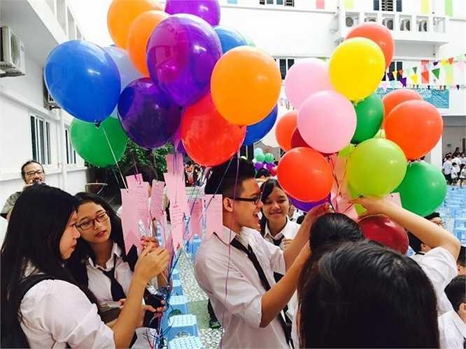 Học sinh toàn trường tham dự thả bóng ước nguyện