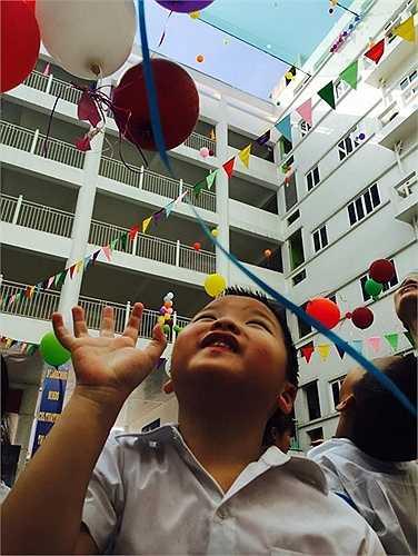 Niềm vui lan tỏa trên từng khuôn mặt. Ước nguyện 1 năm học mới đầy niềm vui, nhiều thành tích của cô và trò trường song ngữ quốc tế Newton