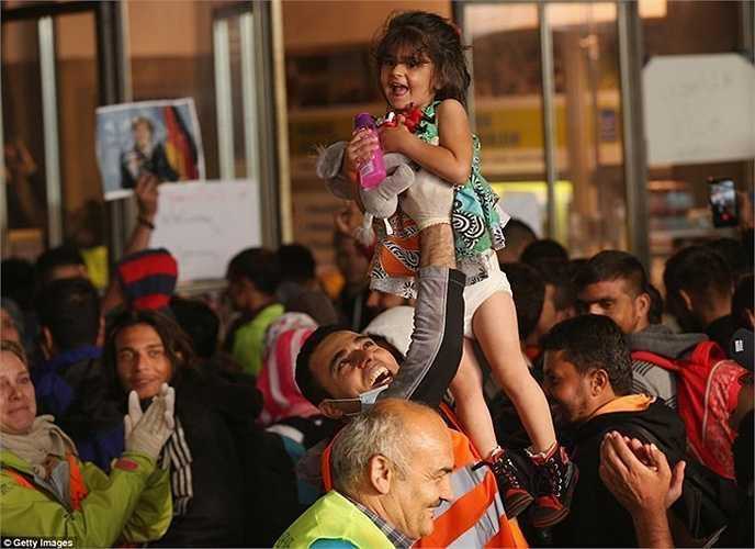 Hôm 5/9, 5000 người tỵ nạn từ các quốc gia như Afghanistna, Pakistan hay Syria đã có mặt tại thủ đô Munich, Đức sau khi nhận được sự chấp thuận của Chính phủ nước này